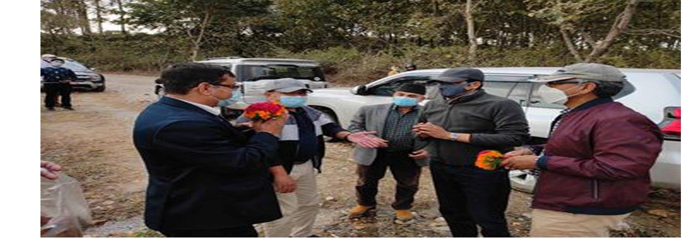 औद्याेगिक क्षेत्र व्यवस्थापन कार्यालयहरुकाे स्थलगत निरिक्षण तथा अन्तरक्रिया कार्यक्रममा प्रतिनिधि मण्डलज्यूहरुकाे भेटघाट ।