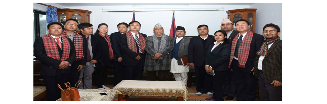 चिनीया प्रतिनिधि नेपाल भ्रमण  गर्दा श्री केपी शर्मा ओलीसंग भेटवार्तापछि सामुहिक तस्बिर